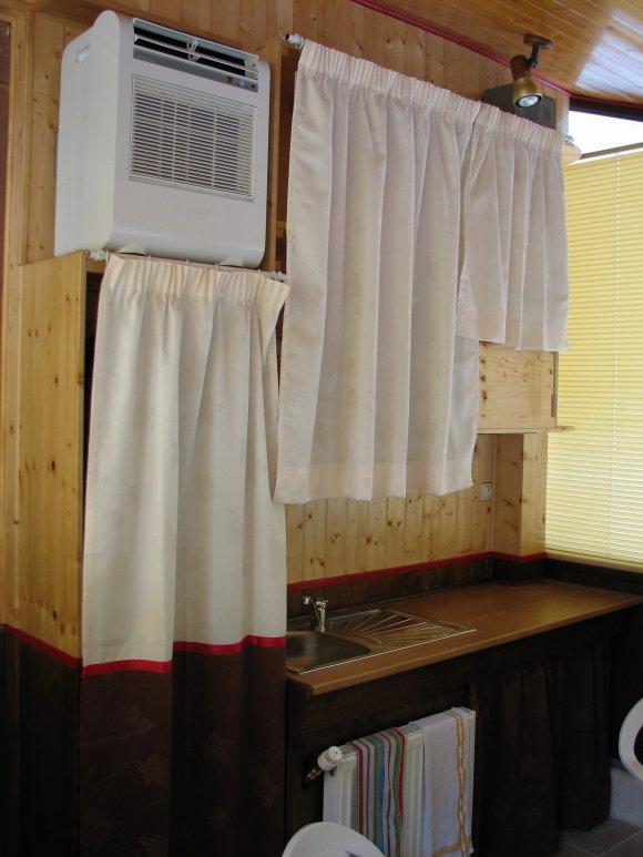 Meubles de cuisine meubles de cuisines - Mettre un rideau sur un meuble ...
